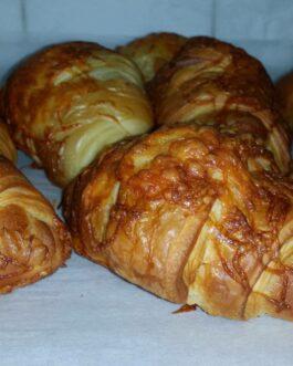 Vajas croissant, sajtos 110g